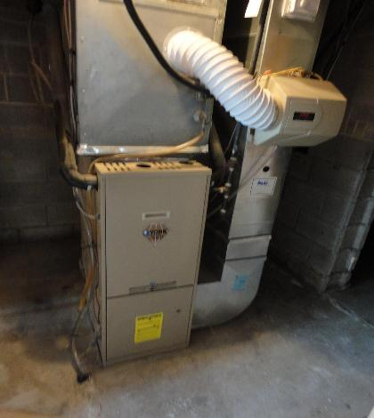 Gas furnace and humidifier